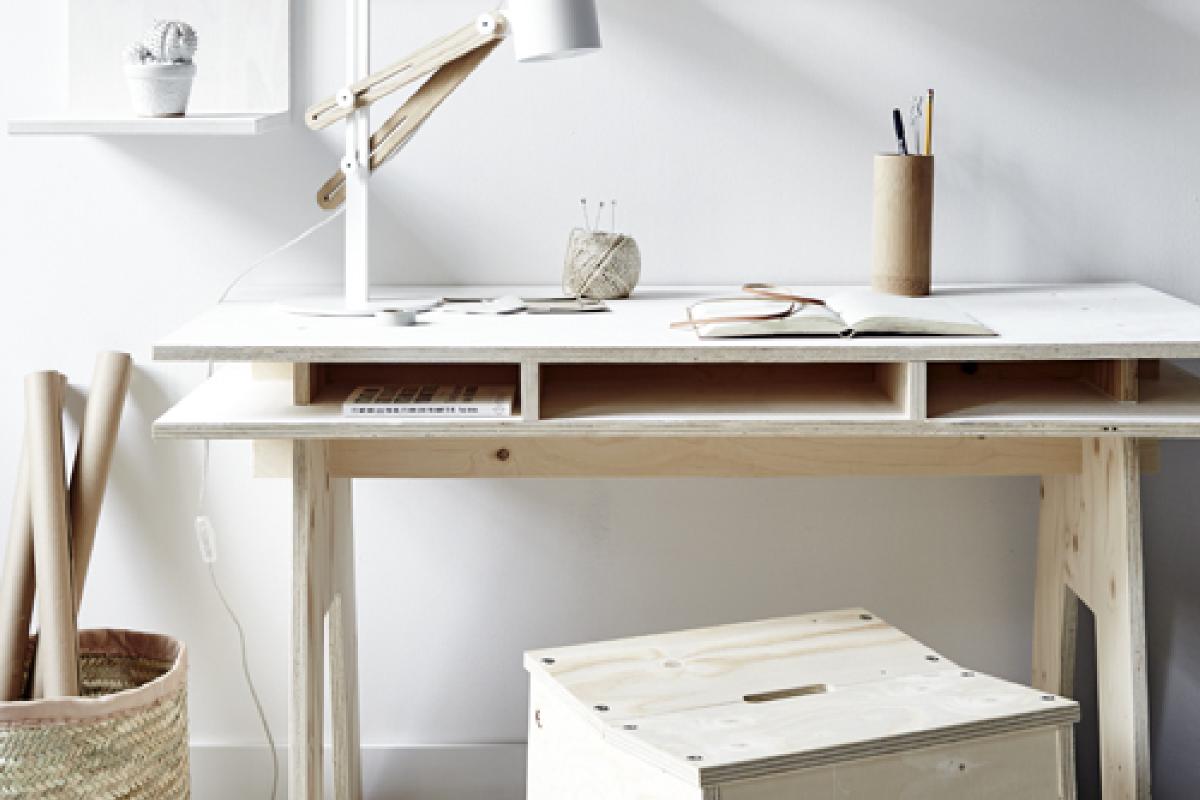diy fabriquer un bureau design et pas cher tout en bois decocrush. Black Bedroom Furniture Sets. Home Design Ideas